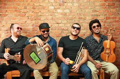Filpo Ribeiro (com a rabeca) e A Feira do Rolo - Foto Rodrigo T_ Marques (2)-400x